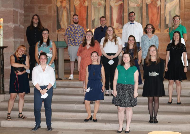 Die Diakonik-Absolventinnen und Absolventen in der Rummelsberger Philippuskirche